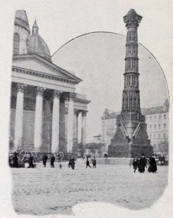Monument framför Ismailowkatedralen, uppfördt af artilleripjäser.
