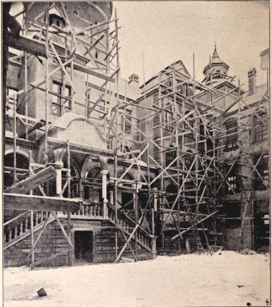 »Gamla Stockholm»: Parti af slottet från borggården. I.<bEfter fotografi för »För Svenska Ilem» af B. Orling. (Jan. 1897.)