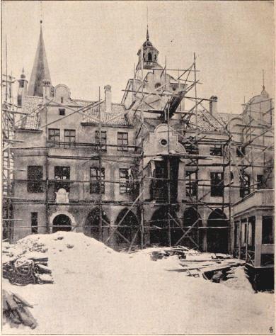 »Gamla Stockholm»: Rådhuset från Stortorget.<bEfter en fotografi för »For Svenska Hem» af B. Orling. (Jan. 1897.)