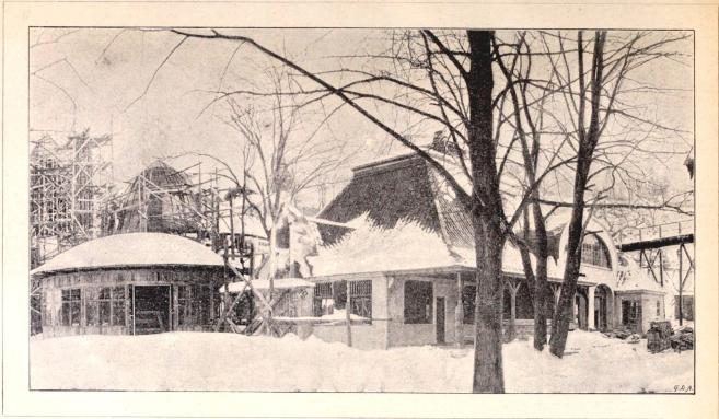 Reinholdska bageriet och Hamra mjölkförsäljningspaviljong vid tiden för dess färdigbyggnad.<bEfter fotografi för »F. S. H.» af B. Orling (febr. 1897).