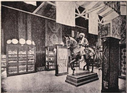 Interiör i Martins orientaliska paviljong, med dess samlingar. I.