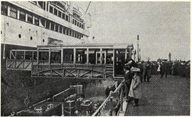 Landgången till Cunardångaren.