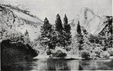 <smalMirror Lake i Yosemite Valley, dit turisterna vallfärda för att dyrka soluppgången.</smal