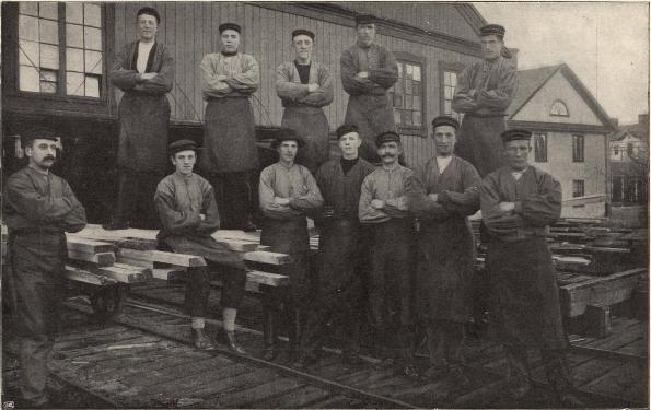 Grupp af försågare från Ljusne sågverk.<b<smalFoto Pettersson, Söderhamn.</smal