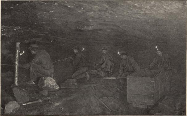 Kolhuggare i Höganäs stenkolsgrufvor, 300 fot under jorden.<b<smalFoto Lundh, Höganäs.</smal