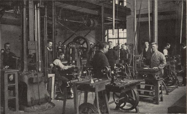Arbetssal i Sporrongs metallfabrik, Stockholm.<b<smalFoto, lemnad af en af arbetarne.</smal