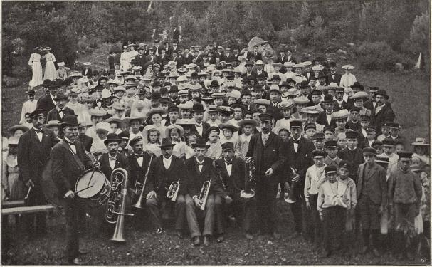 Norrsundets Arbetares Konsumtionsförenings utflykt till Forsviken sommaren 1905.<b<smalFoto Nyberg, Norrsundet.</smal