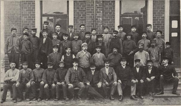 Arbetare från Domsjö sulfitfabrik, Örnsköldsvik.<b<smalFoto Lindstedt, Örnsköldsvik.</smal