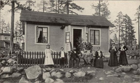 Arbetarebostad från »Kåkstaden», Malmberget.<b<smalFoto Ivarsson, Malmberget.</smal
