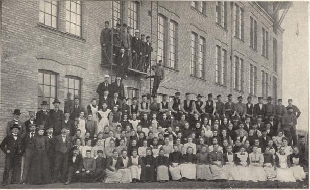 Arbetare vid Petersen &amp; Deckes tricotfabrik, Borås.<b<smalFoto Hall, Borås.</smal