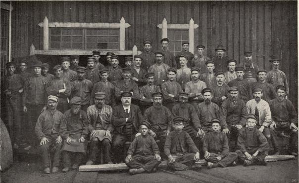 Arbetaregrupp från Storfors rörfabrik.<b<smalFoto Ölander, Filipstad.</smal