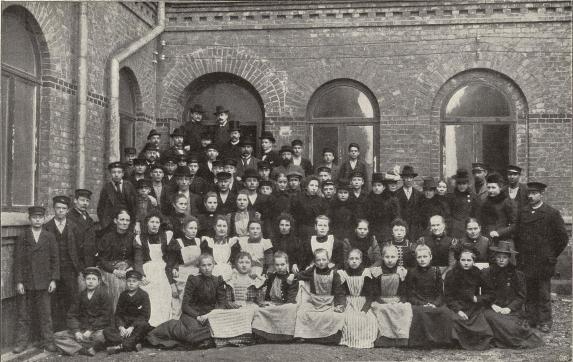 Arbetare vid Borås Gummiväfveri.<b<smalFoto Hall, Borås.</smal