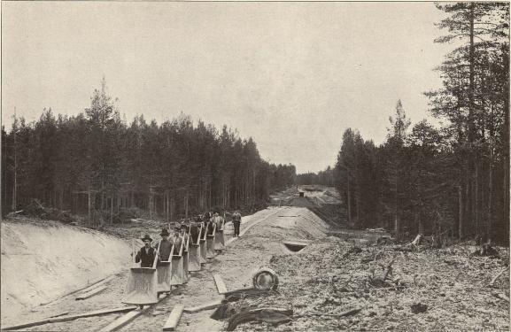 Från järnvägslinien Gammelstad—Karlsvik—Luleå järnverk.<b<smalFoto Tegström, Luleå.</smal