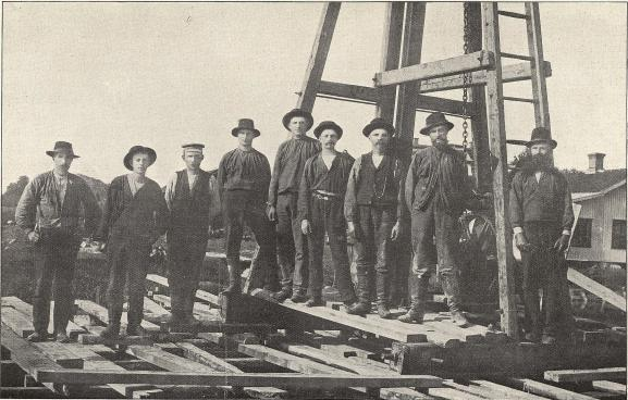 Lödöse järnvägsarbetare.<b<smalFoto Nilsson, Gamla Lödöse.</smal