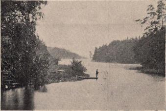 Utsikt från Helgerum över en vik av Östersjön.