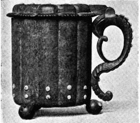 Fig. 3. Dryckeskanna<bfrån Valbo sn, Gästrikland. H. 0,193 m.  N. M. 114,084.