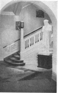 Entrance Hall to Riksförening, Jonas Alströmers statue.