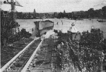 Launching the Cruiser »Drottning Victoria» at Götaverken in 1917