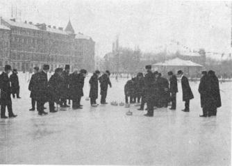 <smalBohuslanska Curling Club of Uddevalla in 1901 showing some Stockholm<bsportsmen how to play the game. It is now very popular in Stockholm,<bSaltsjöbaden and at Åre in the North of Sweden.</smal