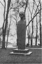Statue of Fr. H. av Chapman, bom 1721 died 1808 <bVice-Admiral and Shipbuilder of English birth at Gamla Varvs Park near Stigberg's Torget or Square and close to the Swedish American Liners Wharf