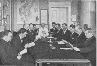 The Conductors of the Gothenburg Corporation Tramways studying English