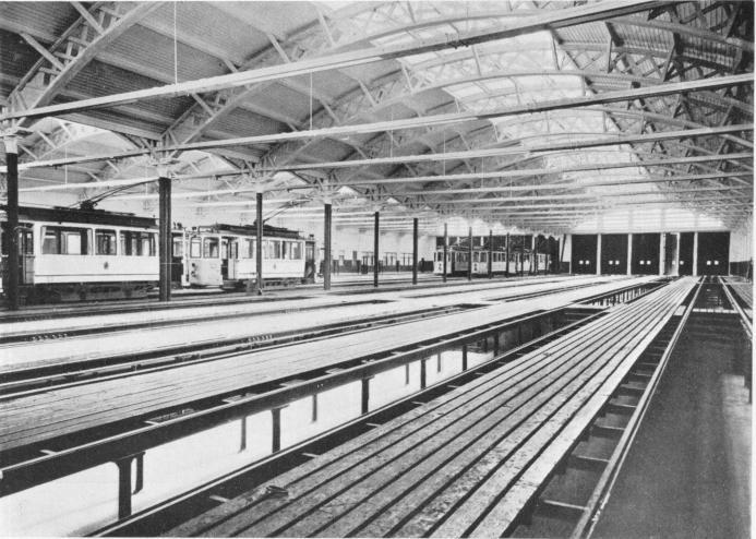 Vagnhallen i Kungsladugård 1921, interiör