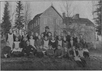Utansjö folkskola. Folkskollärare J. Dahlström med sin klass.