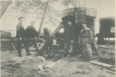 Arbeten på vätgasapparatens montering 1897.