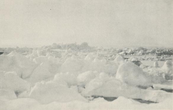 """<bFoto Ad. Hoel ombord på """"Krassin"""" 1928.<b<bHårt skruvad drivis."""