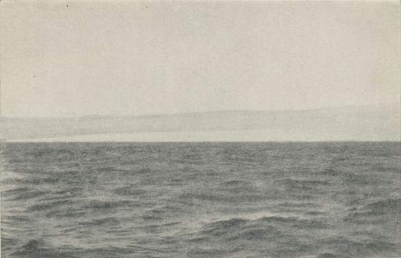 Vitön fotograferad av professor Axel Hamberg under Nathorsts expedition den  18 aug. 1898 från ungefär<bsamma plats, från vilken Andrée avtecknade den 11 månader tidigare.