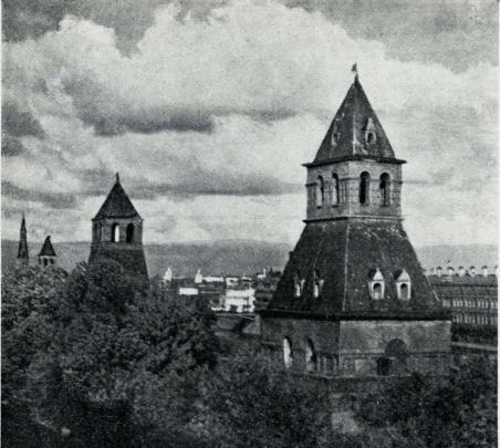 Den gamle, ytterste mur med tårne, runt Kremlen.