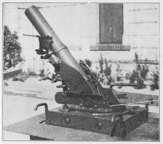 Fig. 9. 9 cm Minekaster (Skoda) i Skudstilling.