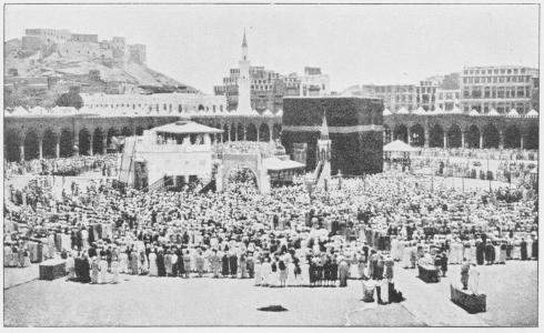 Bedende Pilgrimme i Gaarden til den store Moské (Mekka).