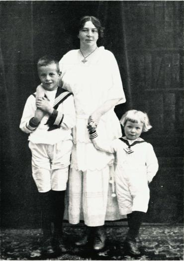 Med sine to sønner, Anders og Hans.