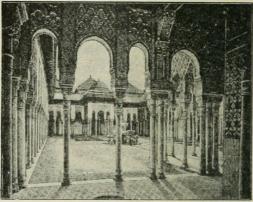 Leijonapiha ja Abenserragien sali Alhambran linnassa.